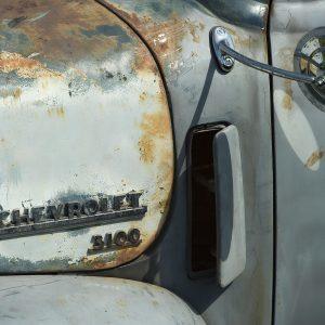 Glastryck av en Chevrolet 3100 konstfotografi - av Jan Malmstrom | Konst på väggen